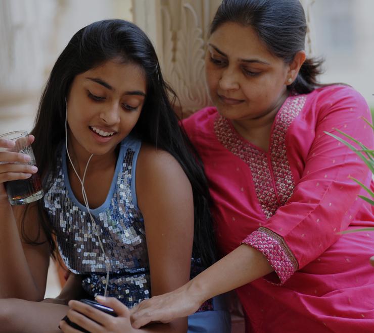 adolescent parent écouter de la musique